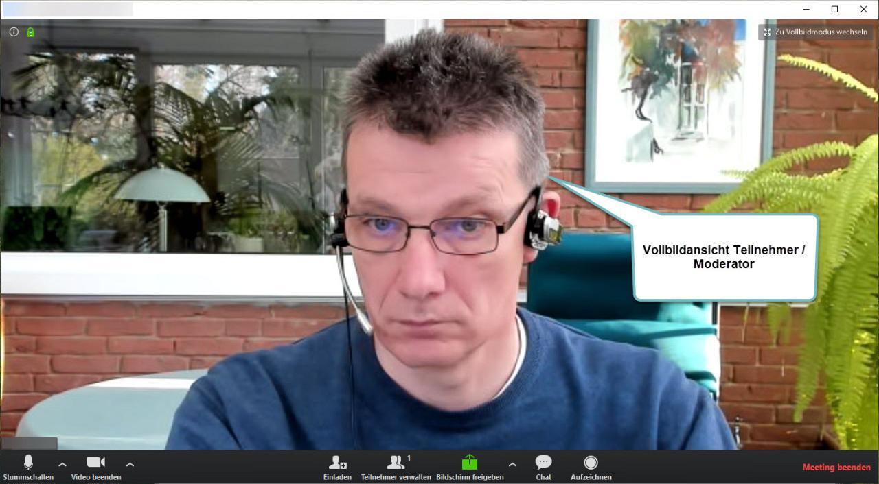 Moderator vor Einwahl der Teilnehmer - idealerweise mit Videokamera und Headset